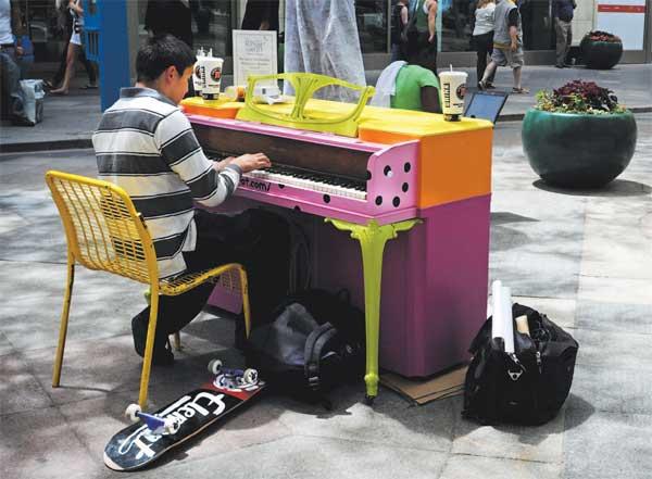 Pianos de la calle Painted-piano